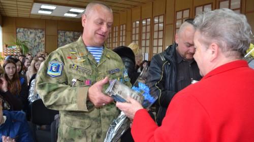 День захисника України відзначили в центральній бібліотеці з героями-десантниками, волонтерами «Часу змін» та… піснями