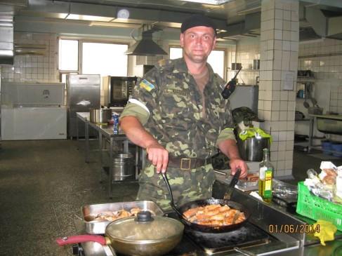 Оборона ДАПу починалася червоною рибою на обід, а закінчилася сухарями на весь день