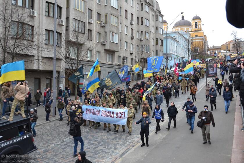 Марш добровольців. Учасники вимагали у президента зупинити капітулянські дії і піти геть
